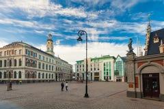 RYSKI, LATVIA, MAJ - 06, 2017: Widok na urzędu miasta kwadracie, Ryska rada miasta - Ryska kopuła i Roland statua jesteśmy Obraz Stock