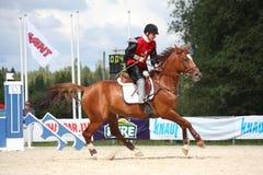 RYSKI, LATVIA, SIERPIEŃ - 12: Latvian sportowa Guntars Silinsh ridi Fotografia Royalty Free