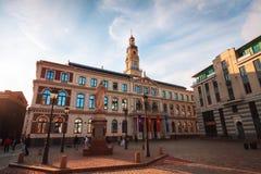 Ryski urzędu miasta kwadrat w Ryskim przy zmierzchem, Latvia Zdjęcie Royalty Free