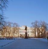 Ryskt museum och monument till Pushkin i St Petersburg i vintern Arkivfoto