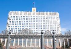 Ryskt Vita Huset på den Krasnopresnenskaya invallningen Royaltyfri Bild