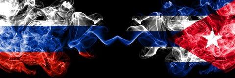Ryskt vs Kuba, förlade kubanska rökflaggor sidan - vid - sidan Tjocka kulöra silkeslena rökflaggor av Ryssland och Kuban som är k stock illustrationer