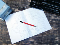 Rysować na rocznika stole z ołówkiem Zdjęcie Stock