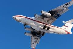 Ryss EMERCOM för lastflygplan IL-76 landar Arkivbilder