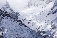 ryss för ossetia för berg för alaniacaucasus federation nordlig norr panorama för caucasus liggandeberg Sol på snön Royaltyfri Fotografi