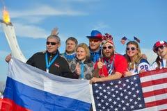 Ryss- och amerikanfans i Sochi Royaltyfria Foton