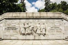 Ryss tjäna som soldat lättnadsstatyn, Slavin - minnes- monument i Br Arkivfoto