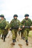 Ryss tjäna som soldat på marschen i Perevalne, Krim Fotografering för Bildbyråer