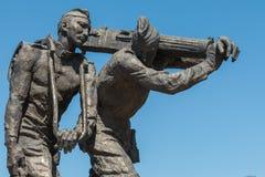 Ryss tjäna som soldat statyn i Victory Square i Bishkek, Kirgizistan Royaltyfri Bild