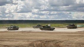 Ryssbehållare i show av militär utrustning stock video