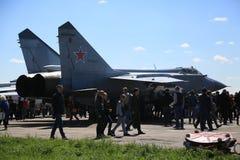 Rysskämpe-militärt jaktplan MiG-31BM RF-95448 med det röda luftburna numret 37 fotografering för bildbyråer