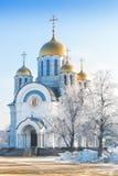 Kyrkan i vinter parkerar Royaltyfria Foton