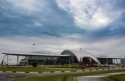 Ryssland Belgorod, den nya flygplatsbyggnaden. Royaltyfri Fotografi