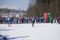 Ryssland Berezniki 11 mars 2018: skidåkare konkurrerar på tusen dollar i OS:en för vintern för man` s royaltyfria bilder