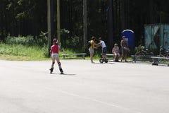 Ryssland - Berezniki på 15 Juli 2017: familj- och barn` s Activ Fotografering för Bildbyråer