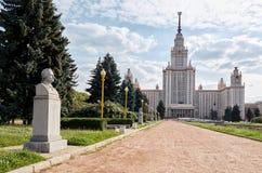 Ryssland Byggnaden av Moskvadelstatsuniversitetet på Vorobyovy kullar i Moskva 20 Juni 2016 Arkivfoton