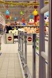 RYSSLAND - DECEMBER, 12 2015: Ingång till supermarket i Petro Arkivfoton