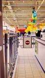 RYSSLAND - DECEMBER, 12 2015: Ingång till supermarket i Petro Fotografering för Bildbyråer