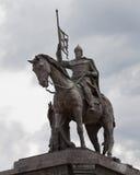 Ryssland Detalj av monumentet till prinsen Vladimir och St Theodore i Vladimir på bakgrunden av molnig himmel Royaltyfri Foto
