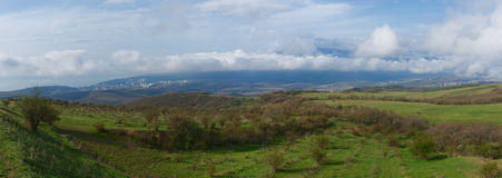 Ryssland en vårdag i bergen av Krim Arkivbild