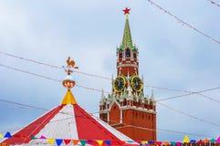 Ryssland för områdeskremlin för 2005 eftermiddag sommar red moscow torn för fyrkant för spasskaya för kremlin moscow natt rött ny Royaltyfria Foton