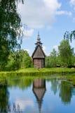 Ryssland gammal träkyrka fotografering för bildbyråer
