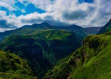 Ryssland Georgia Friendship Monument Canyon View royaltyfri fotografi