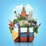 Ryssland gränsmärkeMoskva, retro resväska royaltyfri foto