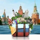Ryssland gränsmärkeMoskva, retro resväska arkivfoto