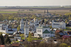 Ryssland - guld- cirkel - Suzdal - panorama av forntida vit monume Royaltyfria Foton