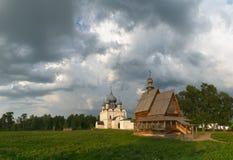 Ryssland Himlen över den Suzdal Kreml Arkivfoto