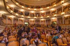 RYSSLAND KALININGRAD - DECEMBER 08, 2015: Inre av Kaliningrad den regionala dramateatern Arkivbild