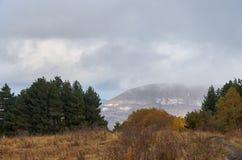 Ryssland Kislovodsk Natur överst av den lilla sadeln för berg Arkivbild