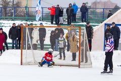 RYSSLAND KOROLEV- FEBRUARI 18, 2017: Krokig turnering i heder av de lokala berömda lagledarna rymdes för första gången in Royaltyfria Bilder