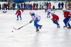 RYSSLAND KOROLEV- FEBRUARI 18, 2017: Krokig turnering i heder av de lokala berömda lagledarna rymdes för första gången in Royaltyfri Bild
