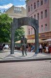 Ryssland Monument till Bulat Okudzhava på den gamla Arbat gatan i Moskva 20 Juni 2016 Arkivbild