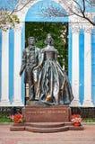 Ryssland Monumentet till Alexander Pushkin och Natalia Goncharova i gatan gamla Arbat i Moskva 20 Juni 2016 Royaltyfri Fotografi