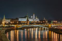 Ryssland Moskva, aftonlandskap, sikt av Kreml royaltyfria bilder