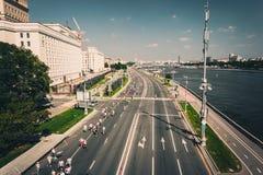RYSSLAND MOSKVA, 13 AUGUSTI 2017: folk som kör Luzhniki halva Mars Fotografering för Bildbyråer