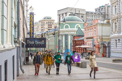 Ryssland Moskva, Bolshaya Dmitrovka, April 25, 2016 Royaltyfria Foton