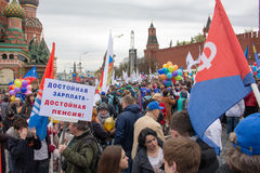 05/01/2015 Ryssland, Moskva Demonstration på röd fyrkant Arbets- da Royaltyfria Foton