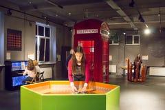 Ryssland Moskva, `-Experimentanium ` - museum av underhållande vetenskaper arkivbilder