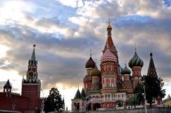 Ryssland Moskva, St-basilikas domkyrka, sommardag, Kreml Royaltyfri Foto
