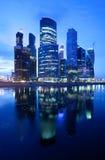 Ryssland - 30 06 2014 Moskvastadsskyskrapor Royaltyfri Fotografi