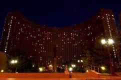 Ryssland Nattsikt av `en för hotell`-kosmos i Moskva 20 Juni 2016 Arkivfoton