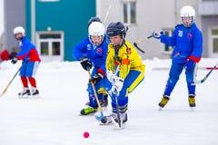 RYSSLAND OBUKHOVO- FEBRUARI 19, 2016: etapp för 3 D av den krokiga hockeyligan för barn` s, Ryssland Fotografering för Bildbyråer