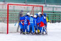 RYSSLAND OBUKHOVO- FEBRUARI 19, 2016: etapp för 3 D av den krokiga hockeyligan för barn` s, Ryssland Royaltyfri Bild
