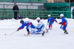 RYSSLAND OBUKHOVO- FEBRUARI 19, 2016: etapp för 3 D av den krokiga hockeyligan för barn` s, Ryssland Arkivfoton