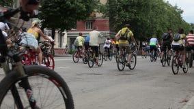 RYSSLAND OREL - 31 MAJ 2014: Dag av cykeln Den enorma grupp människor rider cykeln arkivfilmer