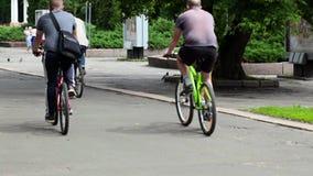 RYSSLAND OREL - 31 MAJ 2014: Dag av cykeln Den enorma grupp människor rider en cykel arkivfilmer